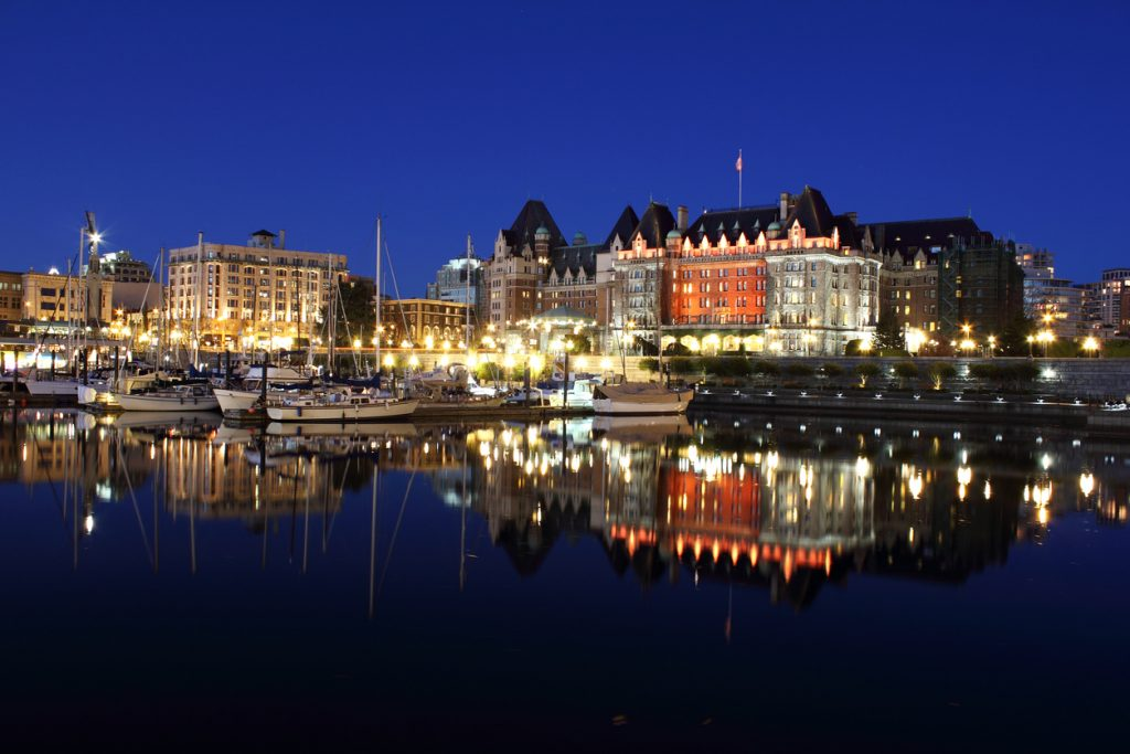 le port de Victoria de nuit